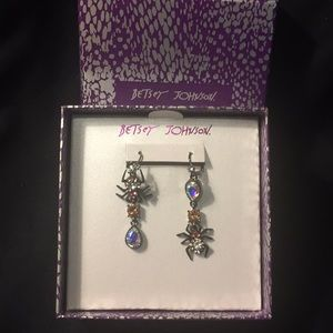 BETSEY JOHNSON MISMATCH SPIDER DROP EARRINGS (NWT)